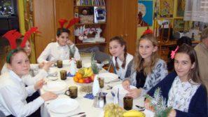 Świąteczne spotkanie uczniów SP 4 w Oświęcimiu z podopiecznymi Dziennego Domu Pomocy